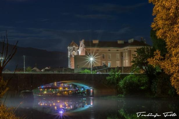 trebinje; bosnia&hercegovina; muzej-rijeka-most-noć