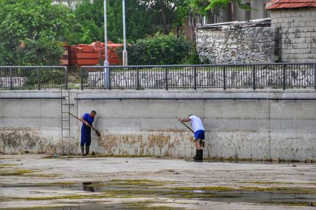 Čišćenje bazena (3)