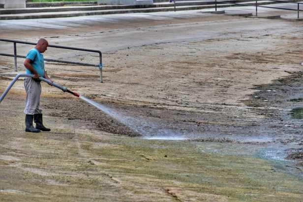 Čišćenje bazena (4)
